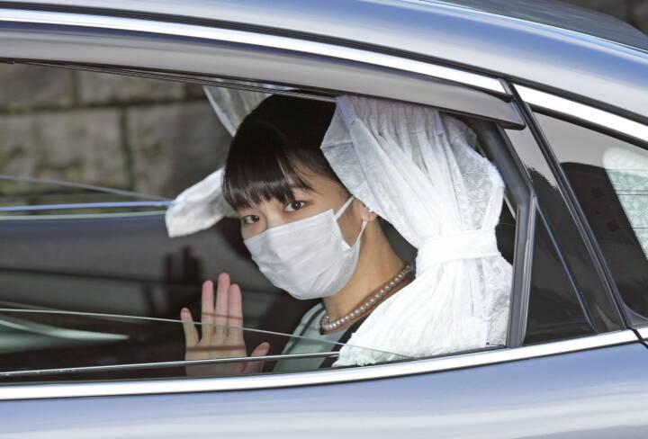 Endelig fik de hinanden: Japans prinsesse gift efter fire års forlovelse