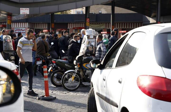 Iranere kan få benzin på deres biler igen efter stort cyberangreb