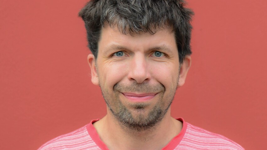 Søren Skriver Tillisch har overvejet selv at gå ud og købe nyt høreapparat, men det virker fjollet at være nødt til, når man er berettiget til hjælpen.