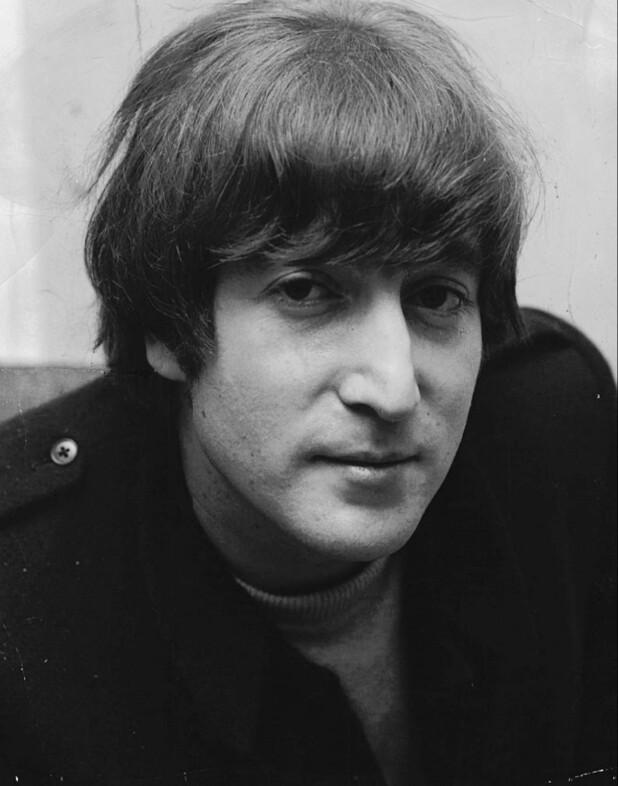 9017fff0ca50 Britisk samler køber John Lennons hår for kvart million