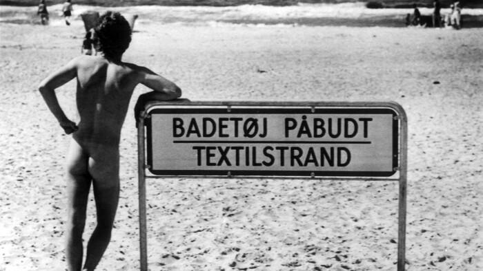baa0f3dd6f6 Forholdet til sex og nøgenhed har ændret sig flere gange, siden Playboy  udkom første gang i 1953. Her trodses et påbud om påklædning i 1976.