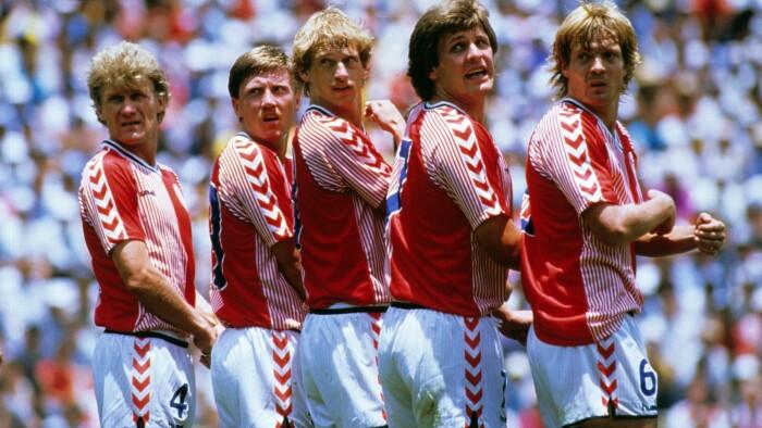 c6d36c9332c Landsholdet i 1986 bragte for alvor Hummel-mærket ud til den danske  befolkning. (Foto: Per Kjærbye © Per Kjærbye - fodboldbilleder.dk)
