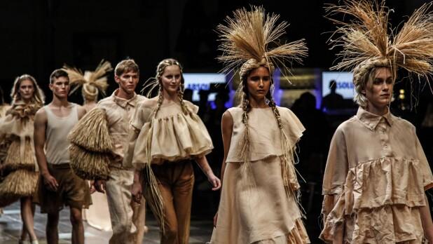 794830bfa4b7 I dag er Copenhagen Fashion Week skudt i gang for anden gang i år. Men når  de store modehuse præsenterer deres bud på næste års trends og tendenser