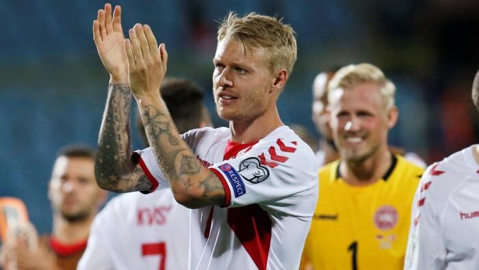 0486ab9041e Simon Kjær har god grund til at klappe. Danmark har scoret otte mål i de  seneste to kampe. (Foto: DAVID MDZINARISHVILI © Scanpix)