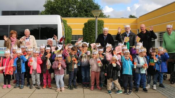 2e478b6f0d8 Daginstitutionsbørn og beboere fra Fremtidens Plejehjem i Nørresundby var  torsdag på besøg hos DR Nordjylland for at fejre 10 års jubilæet for DRs  årlige ...