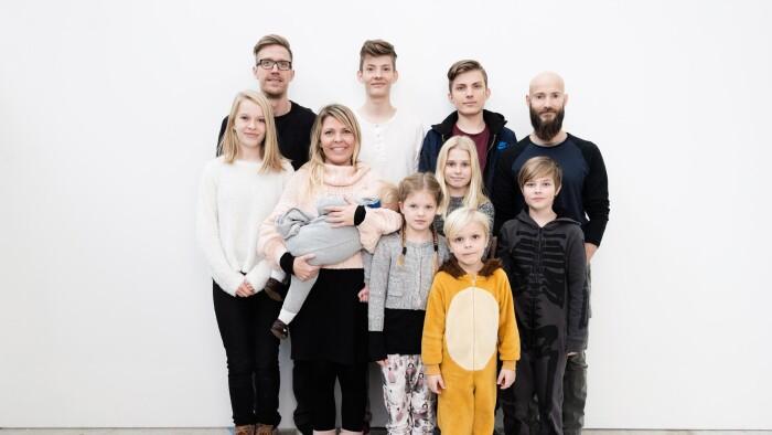 cdd12fa6 Mor og far er skilt men bor sammen med deres otte børn   Børn   DR
