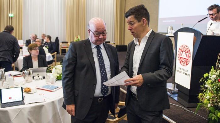 9b8aa83bfbe Formand Jesper Møller (venstre) varslede nye tider på flere områder under  Dansk Boldspil-Unions ordinære repræsentantskabsmøde i Horsens.