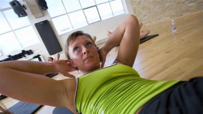 6ad5f109b3f Hvis dit mål for eksempel er stærkere muskler, er styrketræning den mest  effektive træningsform. (© Colourbox)
