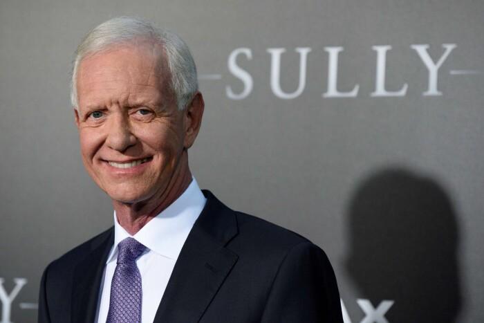 62939582 Her ses Chesley Sullenberger til den amerikanske premiere på filmen  'Miraklet på Hudsonfloden'. På engelsk har filmen fået titlen 'Sully', der  samtidig er ...