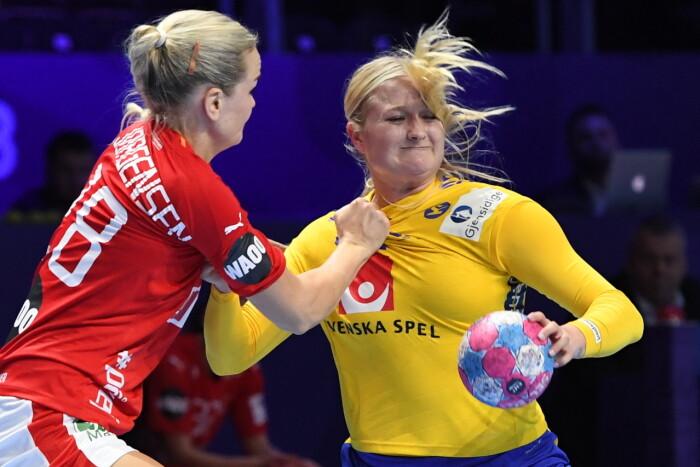 e96f3ba5379 Der blev fightet til det sidste, da Danmark slog Sverige ved holdenes  åbningskamp ved EM. (Foto: 10030 Jonas Ekströmer/TT © Scanpix)