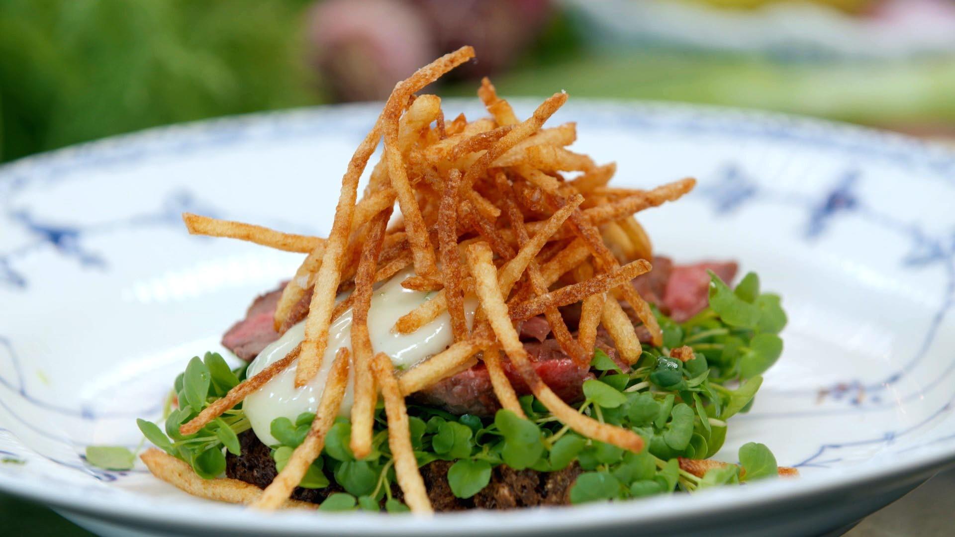 Bøf bearnaise-mad - mini pommes - opskrift | Spise med Price | Mad | DR