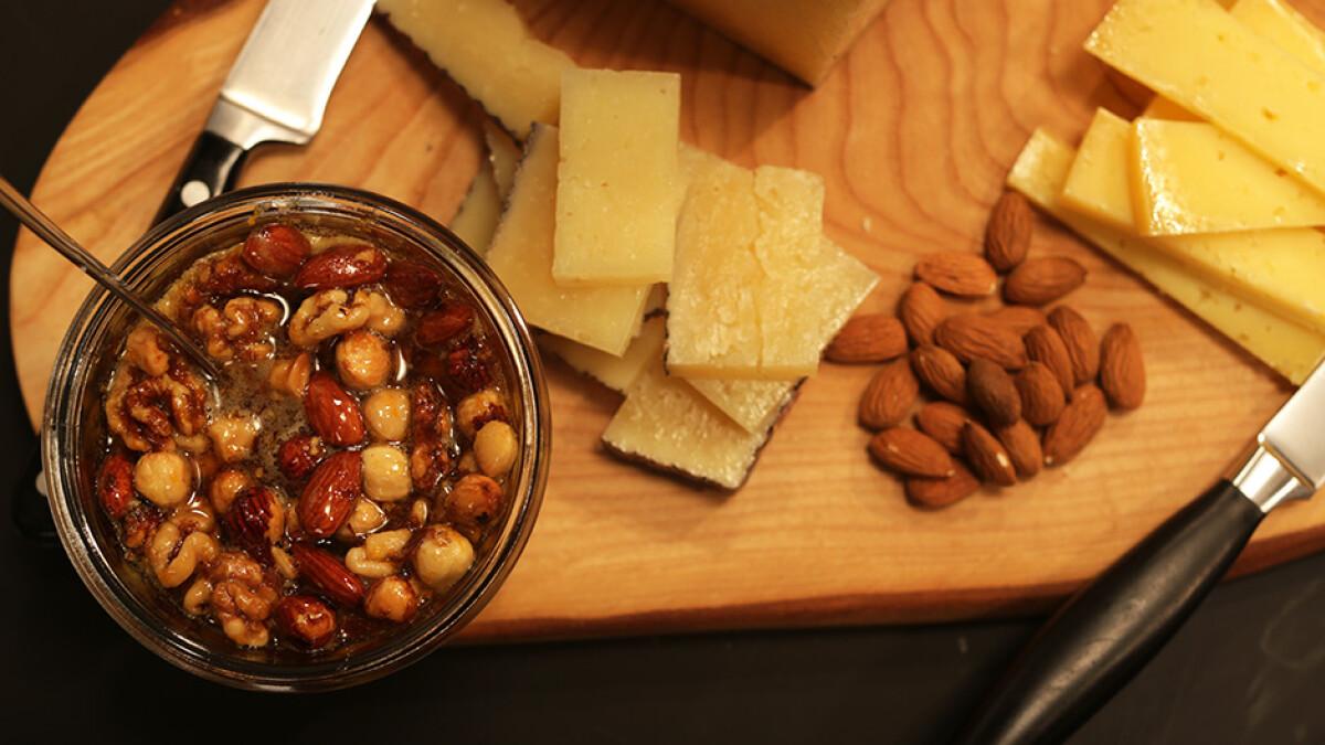 6f7475ad 4 gode tips til det perfekte ostebord | mad | DR