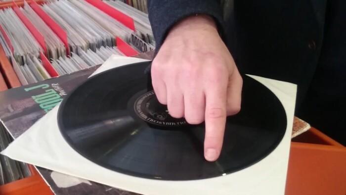 4d89515c2 Vinyl er det nye sort: 5 ting du skal se efter når du køber brugte ...