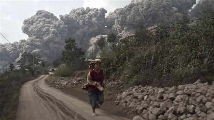 e1030711d 16 er døde efter vulkanudbrud i Indonesien | Udland | DR