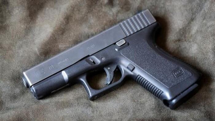 Lastbilchauffør får fængselsdom for at smugle pistoler til...