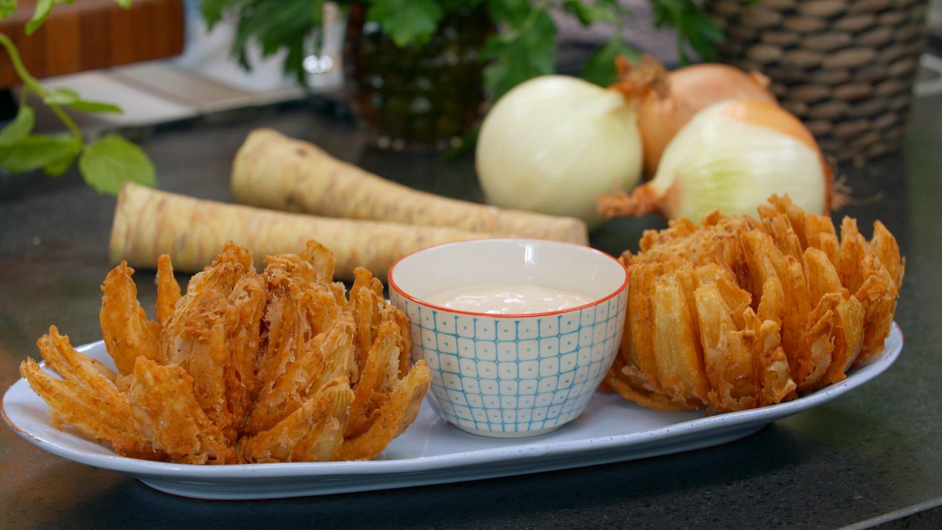 Blooming onion - amerikansk snack opskrift | Spise med Price | Mad | DR